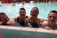 Chillen in het zwembad