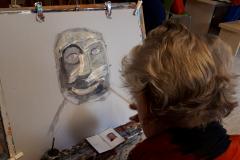 Trijnie schildert als Marlene-Dumas